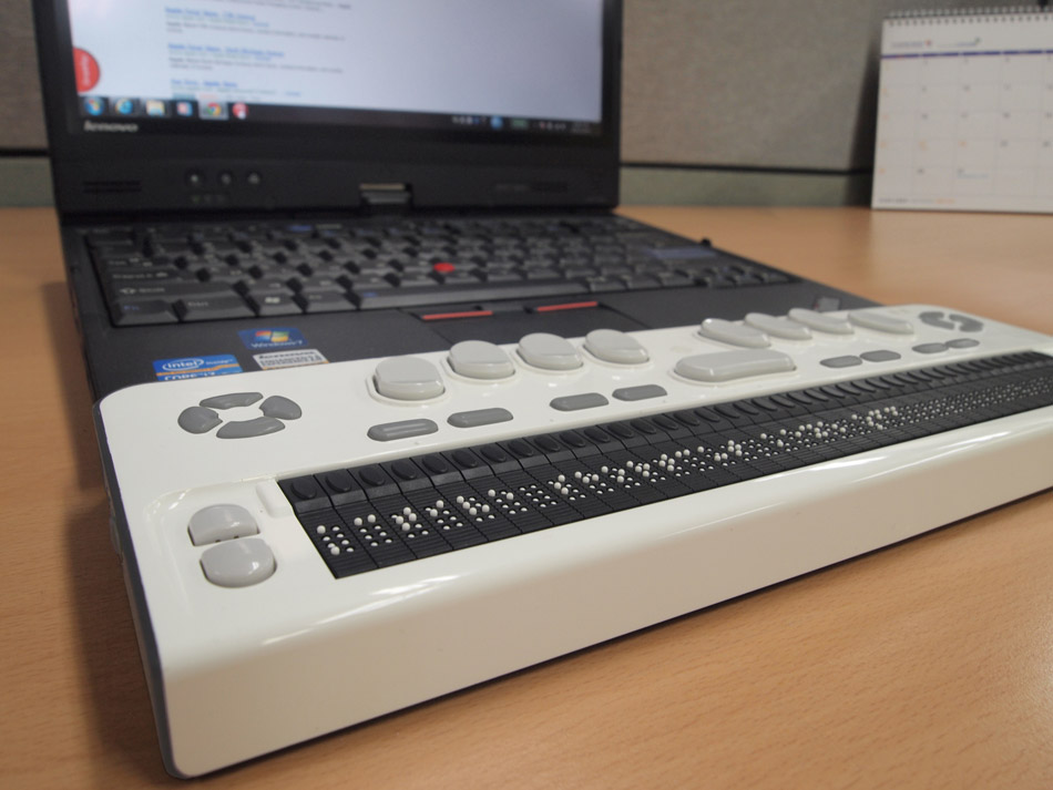 Braille EDGE 40 next to a laptop image